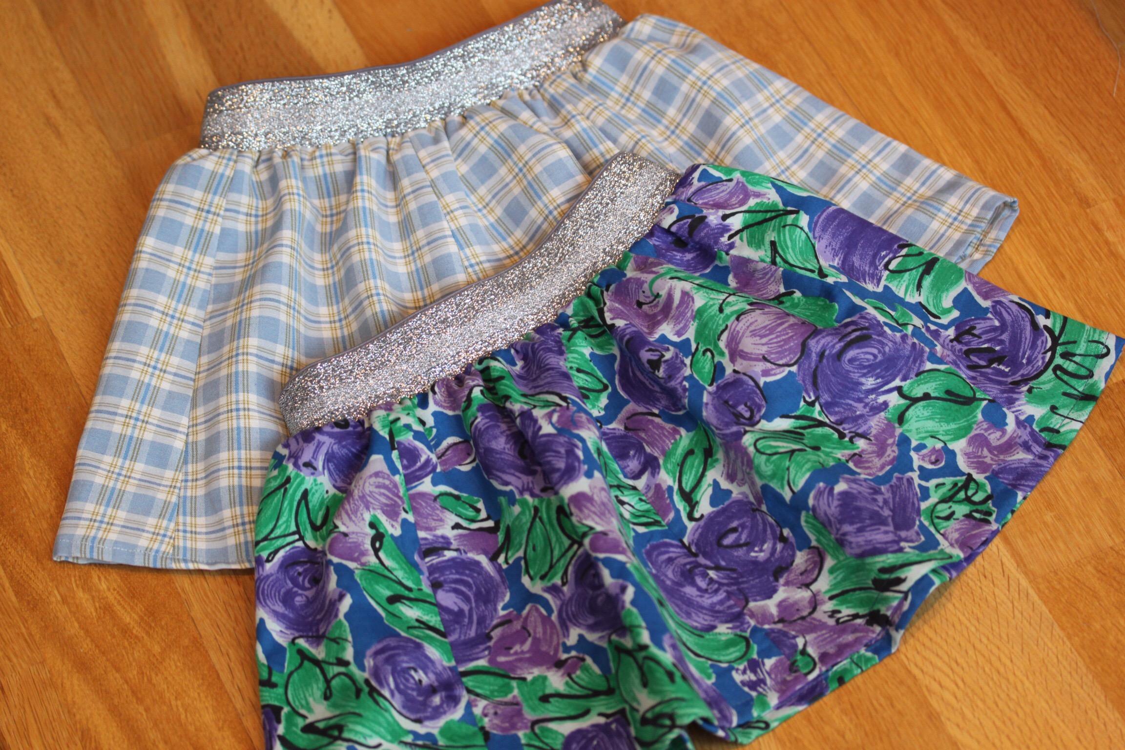 5a75099f Jeg har sydd tre veldig enkle skjørt til mine to barnebarn. To med ruter og  det med blomster som er omsydd fra en gammel kjole som jeg har hatt.